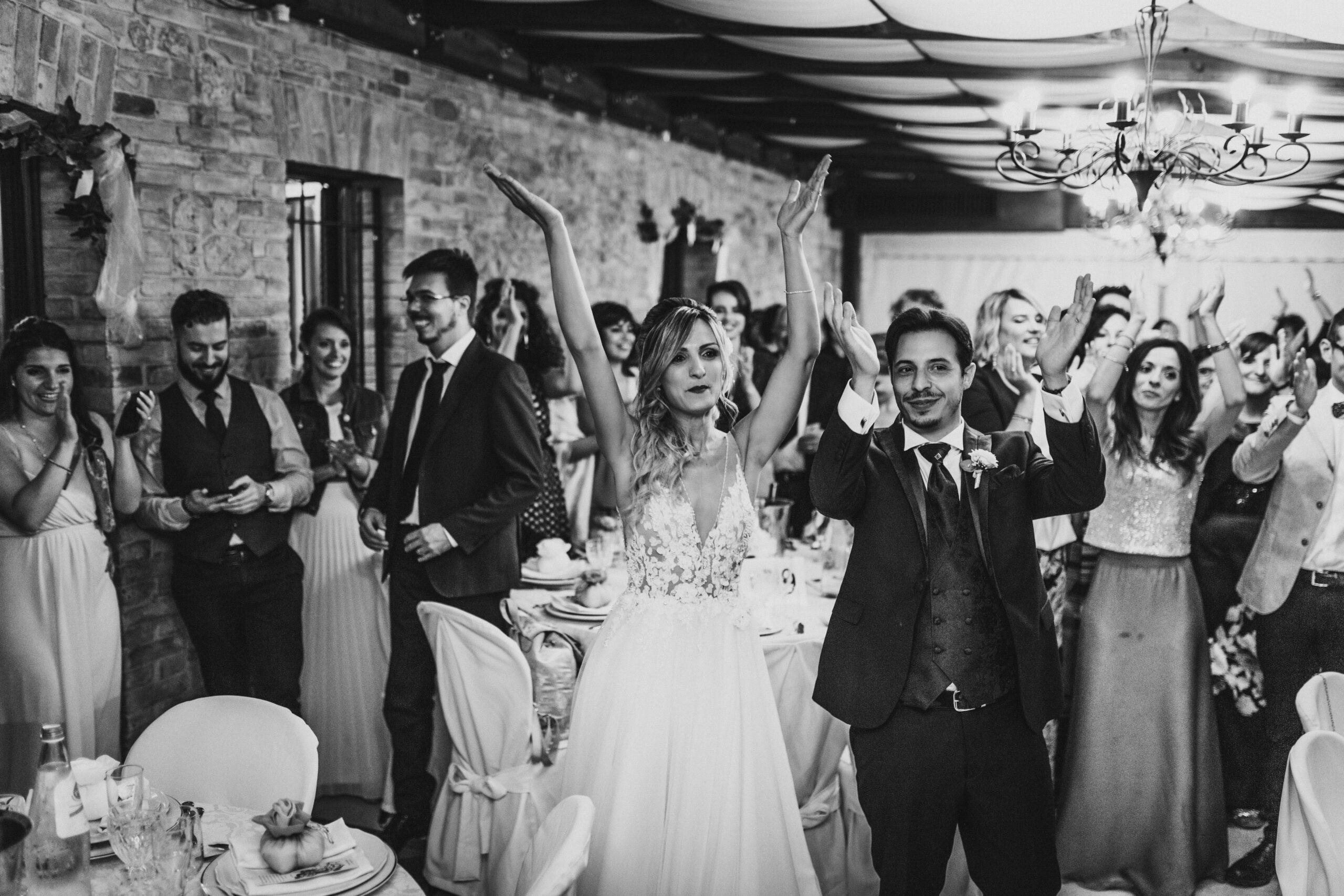 ballo degli sposi con amici