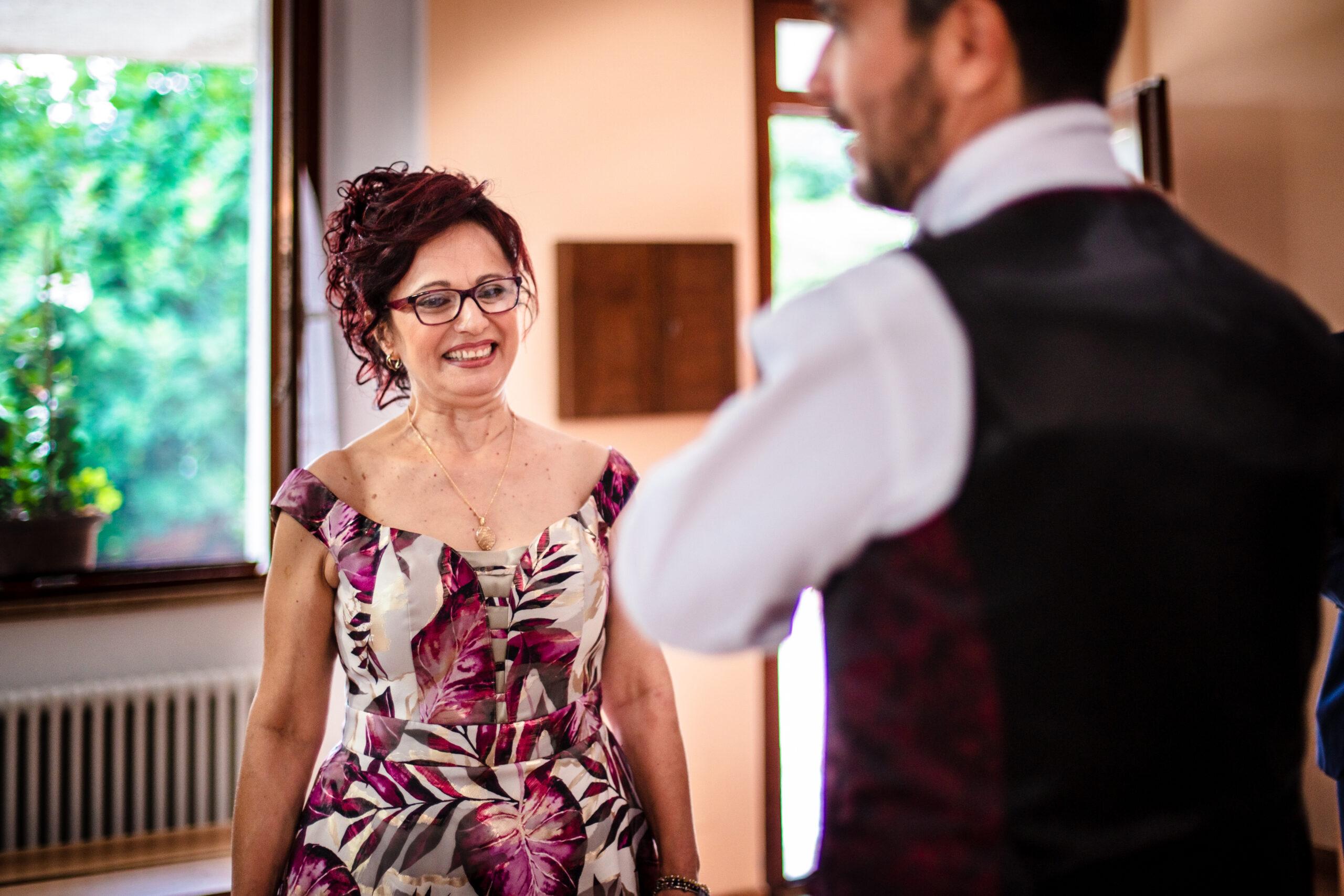 la mamma dello sposo si emoziona