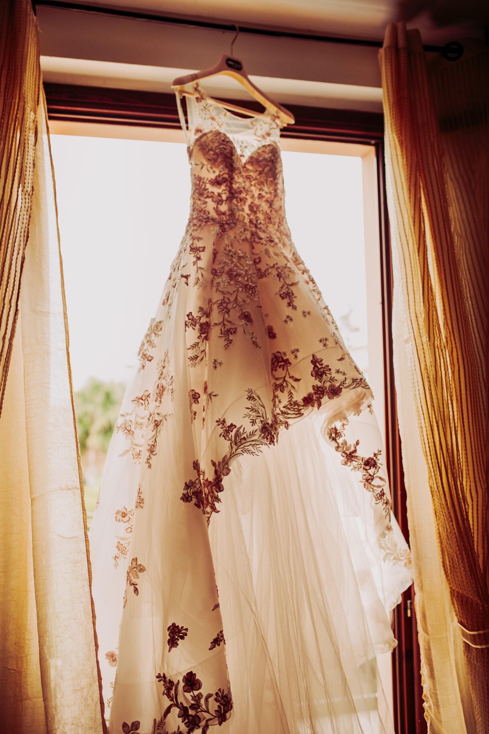 abito sposa appeso
