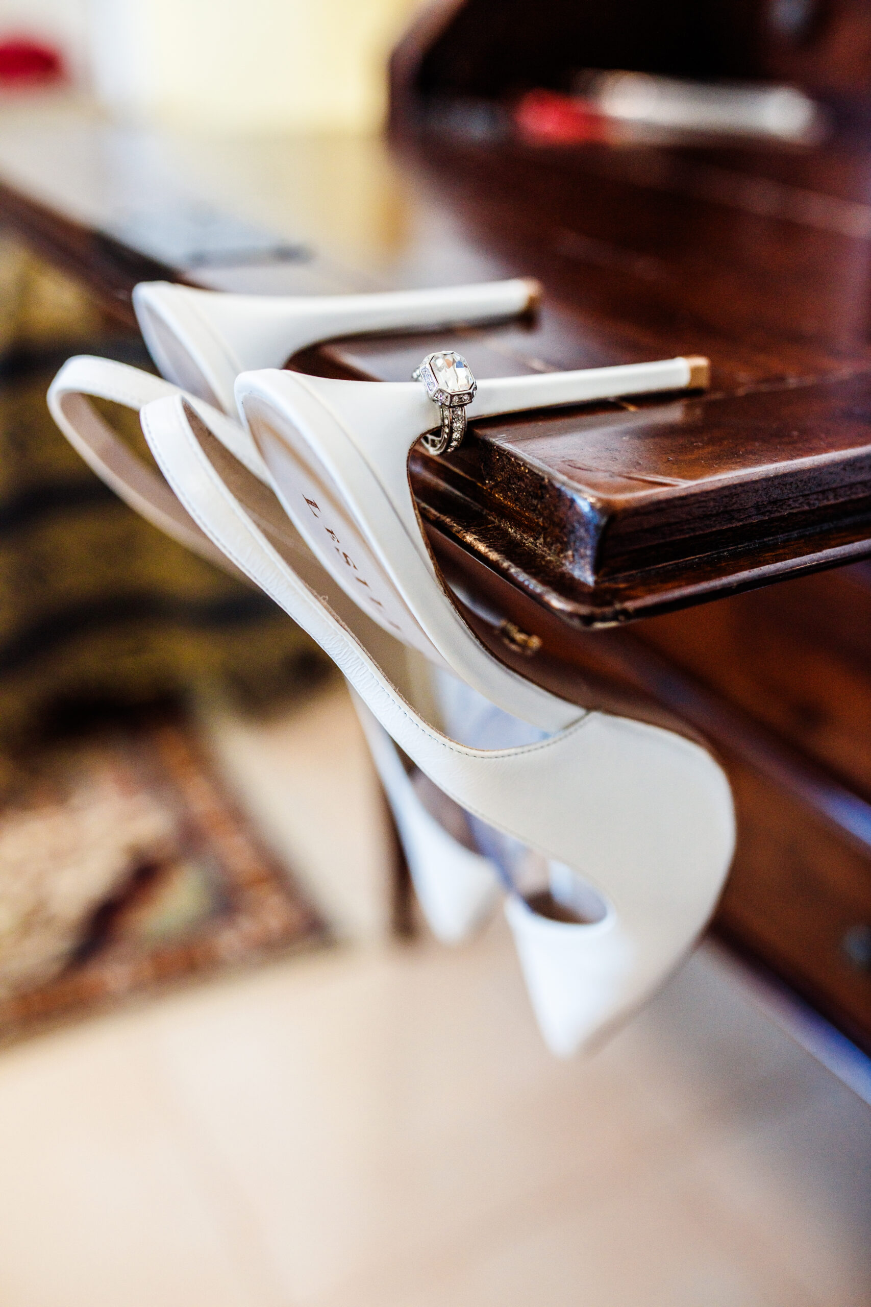 dettagli delle scarpe della sposa