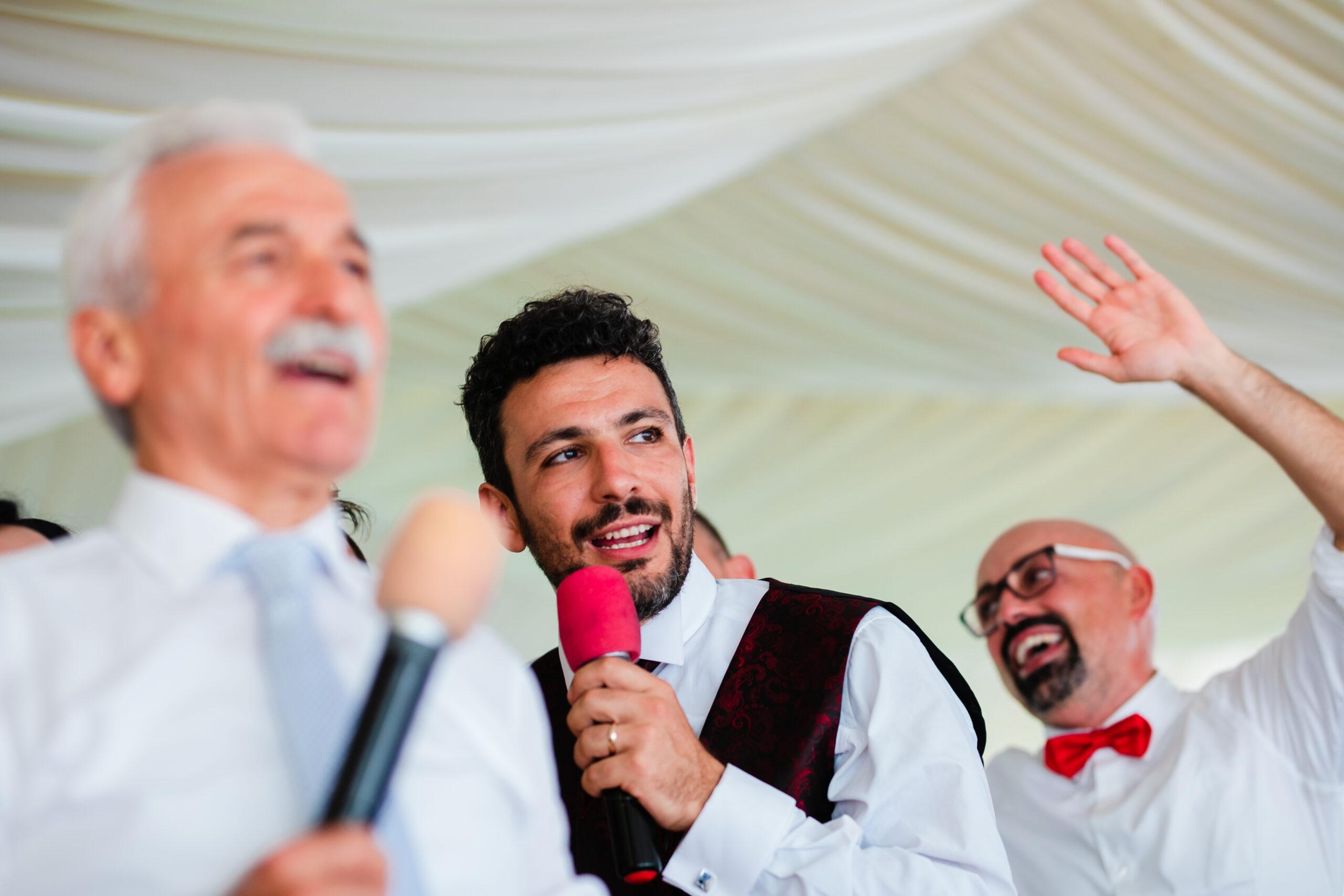 lo sposo che canta