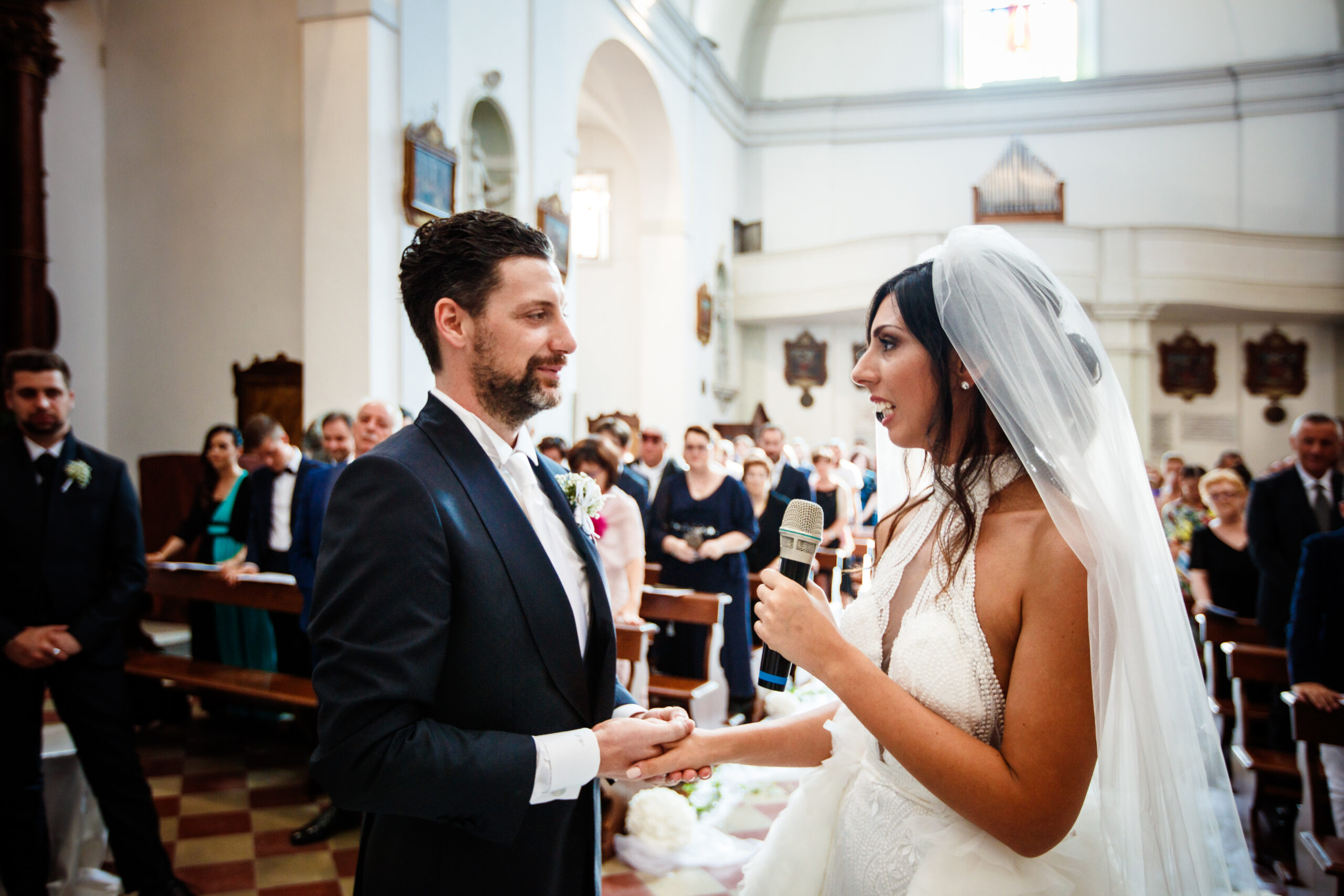 gli sposi che si fanno le promesse