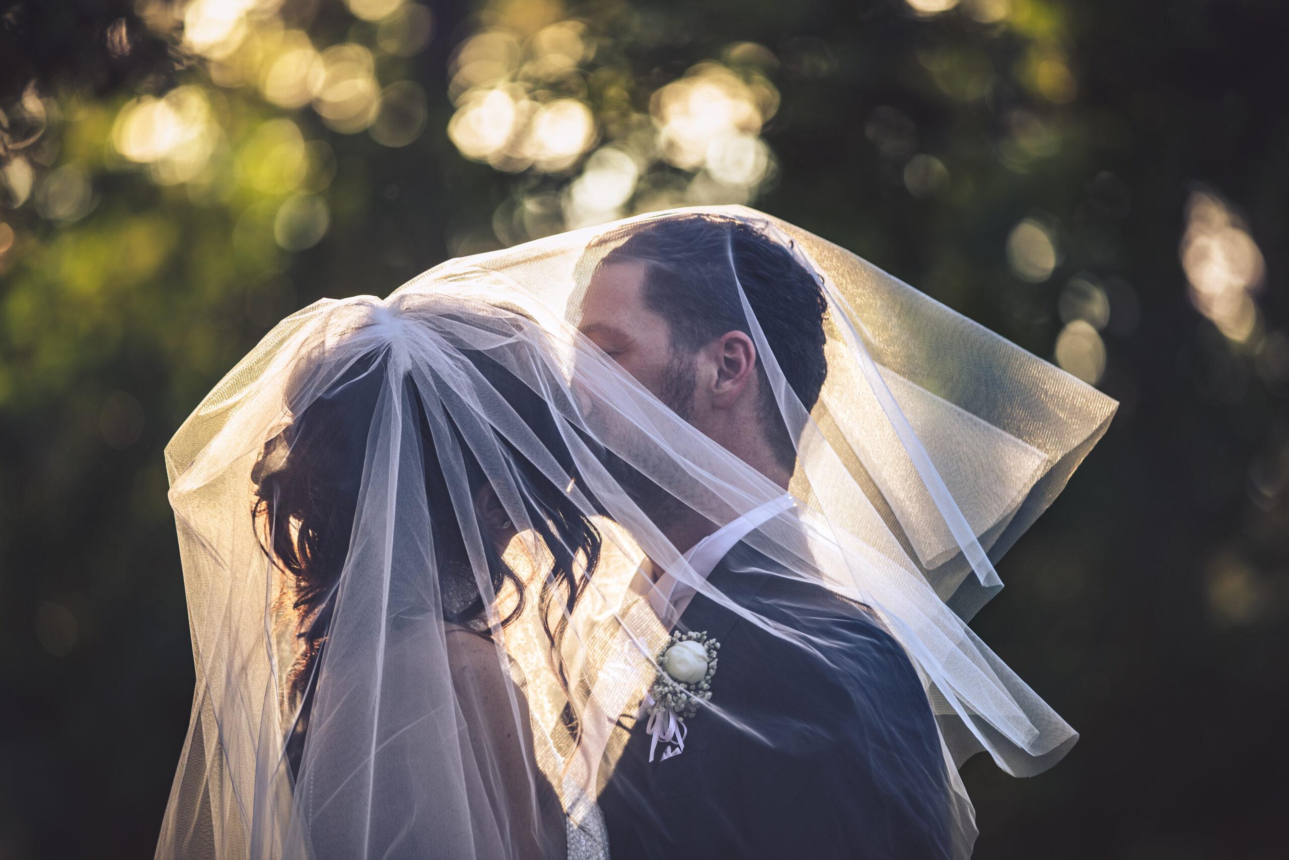gli sposi sotto il velo