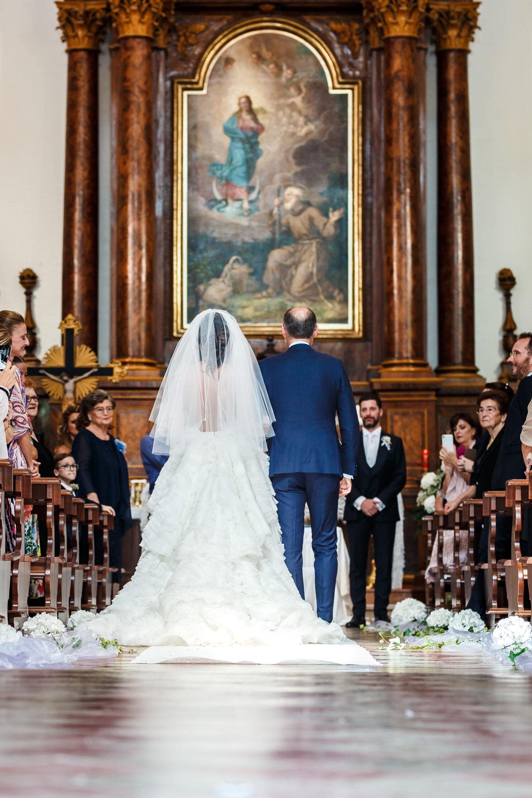 la sposa verso l'altare