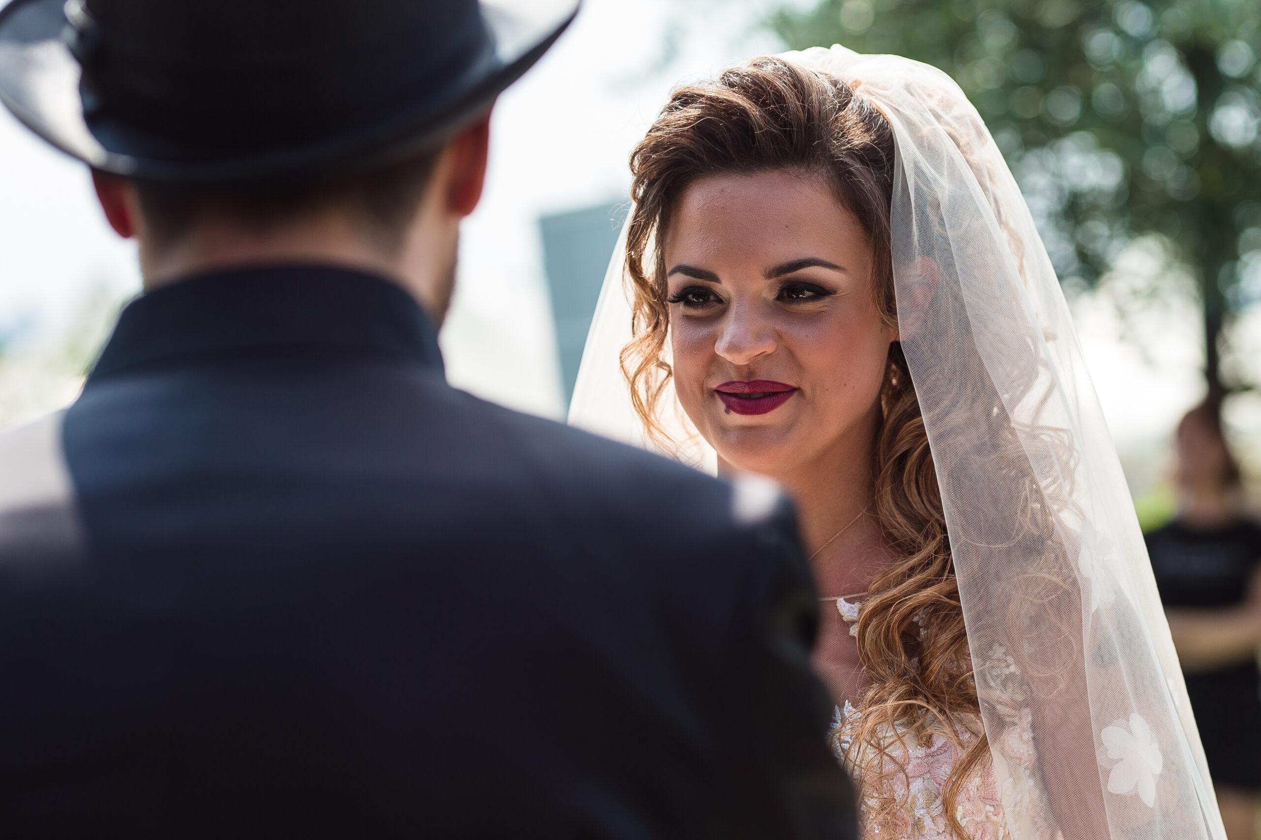 la sposa durante le promesse